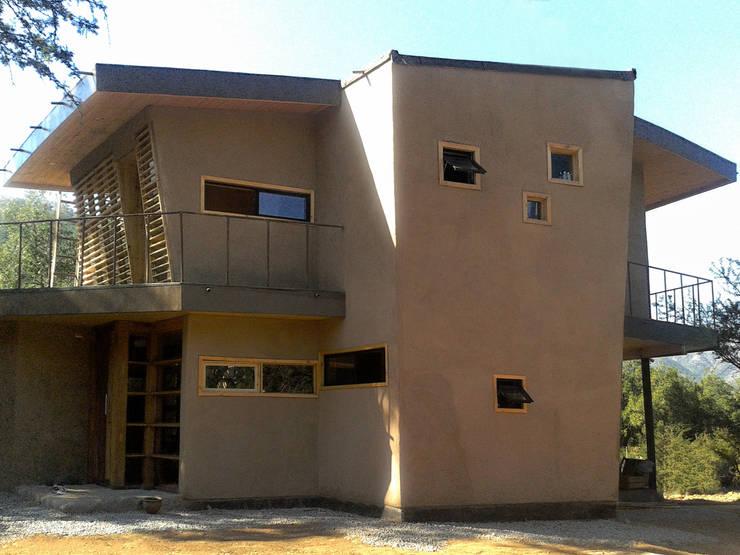 Casa unifamiliare in stile  di ALIWEN arquitectura & construcción sustentable