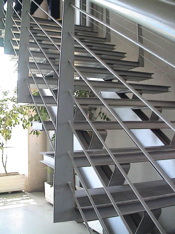 Ampliación y remodelación de Centro de Distribución PRE – UNIC por ALIWEN: Pasillos y hall de entrada de estilo  por ALIWEN arquitectura & construcción sustentable
