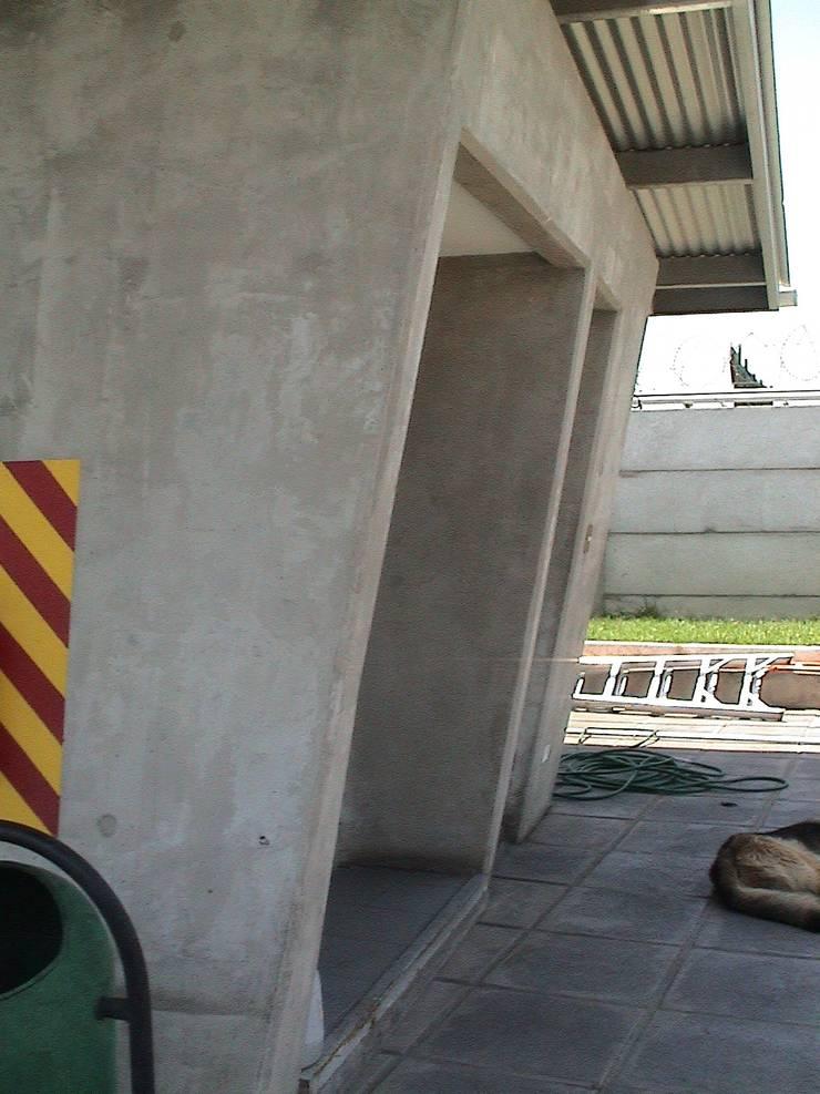 Ampliación y remodelación de Centro de Distribución PRE – UNIC por ALIWEN: Casas de estilo  por ALIWEN arquitectura & construcción sustentable