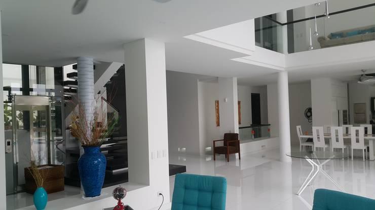 Balconies, verandas & terraces  by Camilo Pulido Arquitectos