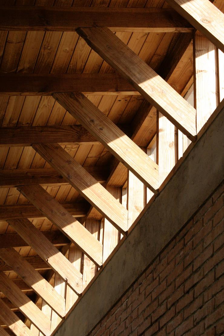 Ventanas de madera de estilo  de ALIWEN arquitectura & construcción sustentable - Santiago, Rural