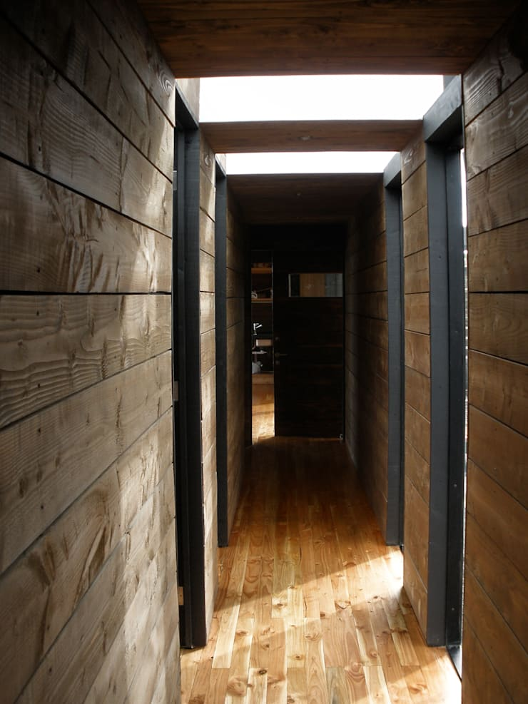 Pasillo: Pasillos y hall de entrada de estilo  por ALIWEN arquitectura & construcción sustentable - Santiago