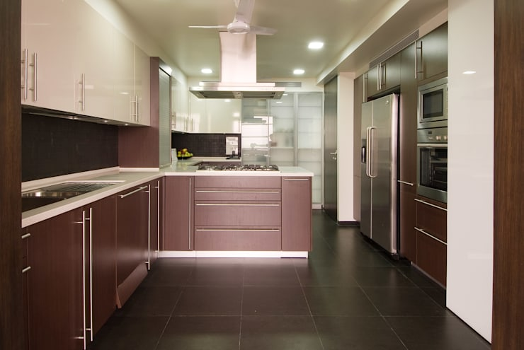 Residence 2:  Kitchen by Dynamic Designss