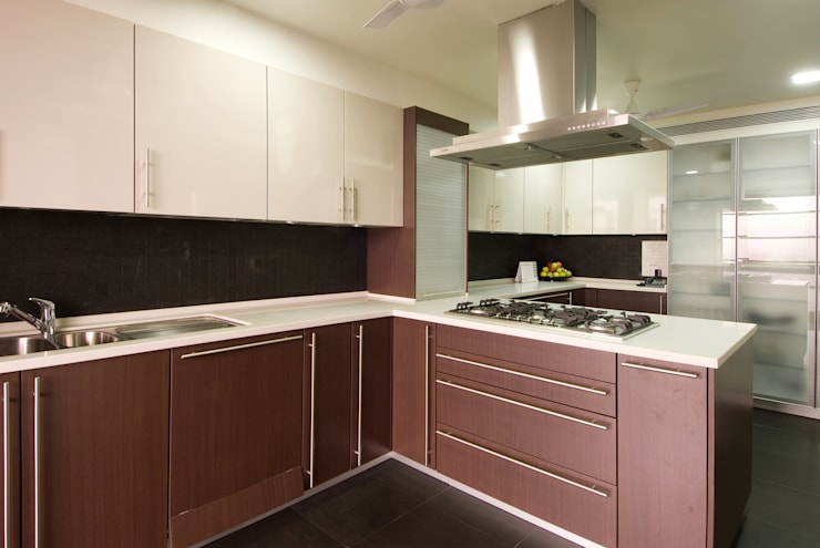Residence 2:  Kitchen by Dynamic Designss,Modern