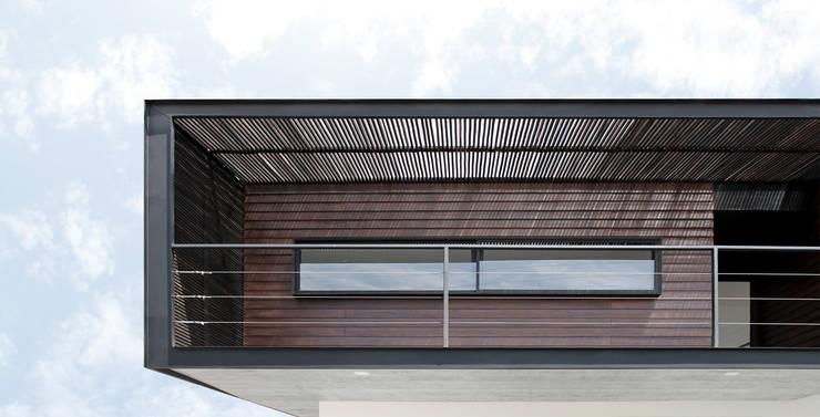 Casas de estilo moderno por Landeros & Charles Architects