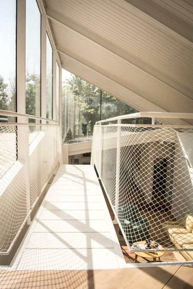 Casa Las Arañas: Pasillos y recibidores de estilo  por Norte Arquitectura y Construccion,Moderno