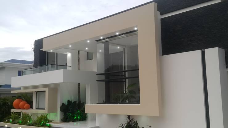 Perspectiva fachada principal.: Casas de estilo  por Camilo Pulido Arquitectos
