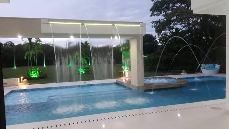 Бассейн  в . Автор – Camilo Pulido Arquitectos