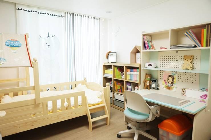 새 아파트 홈스타일링 (Paju APT): homelatte의  아이방