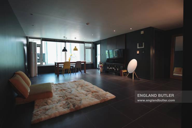 modern Living room by 잉글랜드버틀러