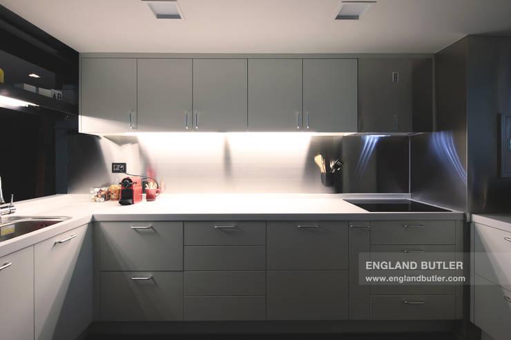 modern Kitchen by 잉글랜드버틀러