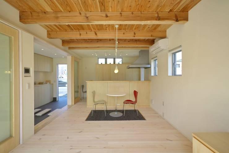 Ruang Keluarga by 有限会社 橋本設計室