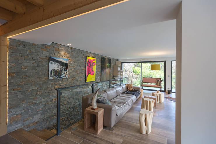 Soleya: Salon de style de style Moderne par Chevallier Architectes
