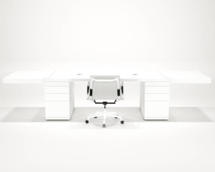 Clean Desk:  Studeerkamer/kantoor door Studio Edwin de Kuiper
