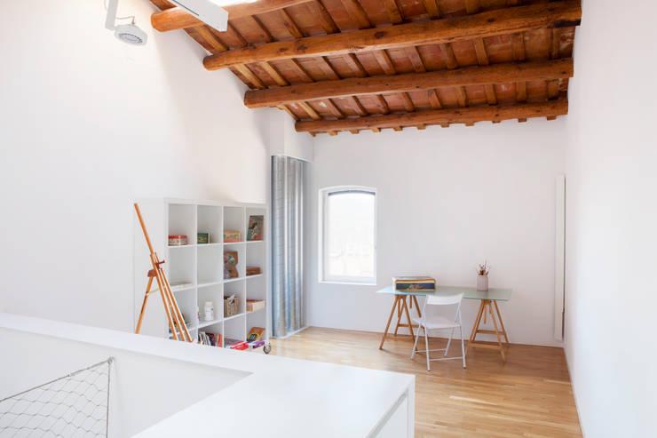 Estudio Estudios y bibliotecas de estilo minimalista de CABRÉ I DÍAZ ARQUITECTES Minimalista