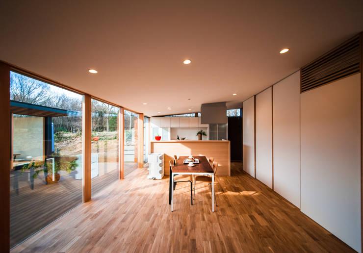 modern Living room by STaD(株式会社鈴木貴博建築設計事務所)