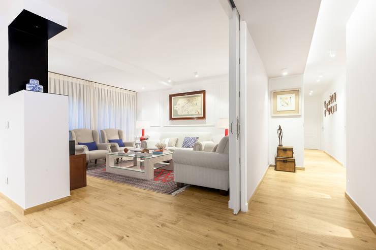 Diseño de interior piso La Paz - ITTA Estudio: Salones de estilo moderno de Luzestudio Fotografía