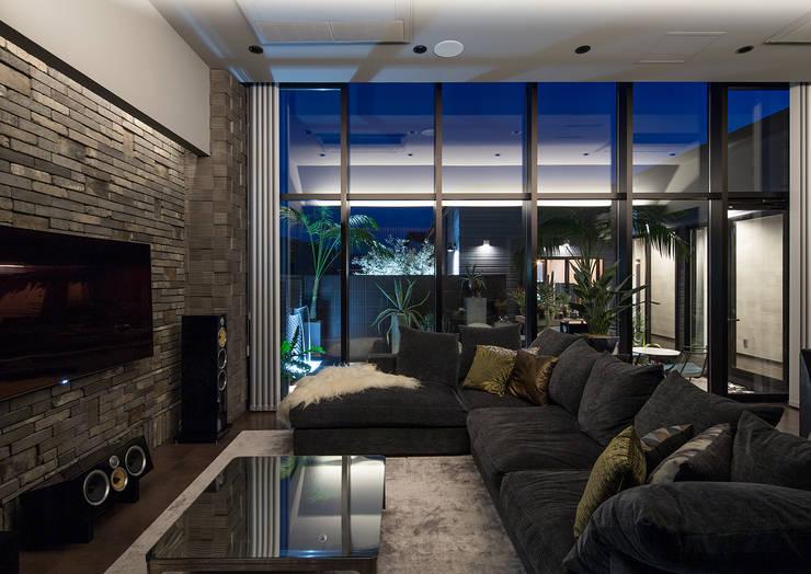 K邸: 一級建築士事務所  馬場建築設計事務所が手掛けたリビングです。