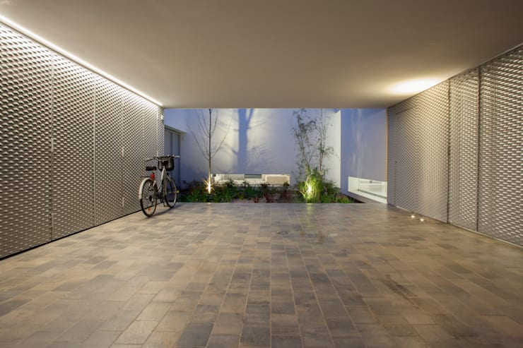 minimalistic Garage/shed by CABRÉ I DÍAZ ARQUITECTES
