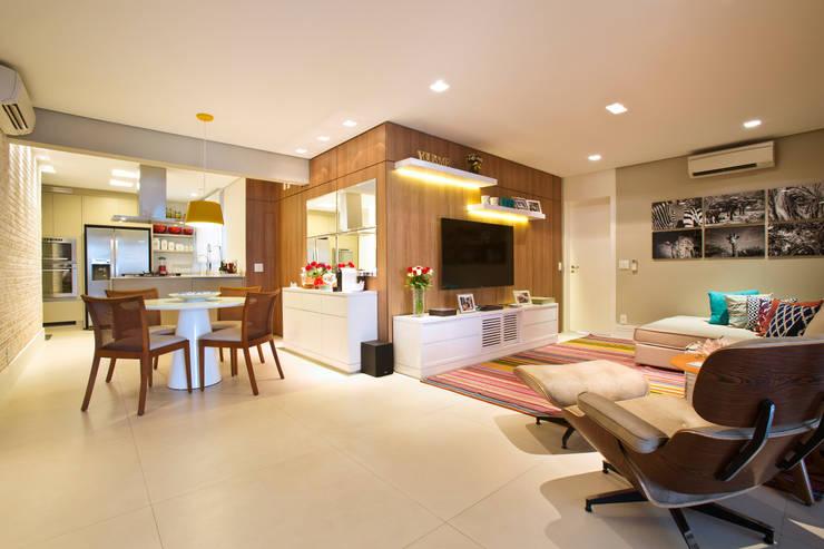 Living / Home Theater / Jantar: Salas de estar modernas por Marcelo Bicudo Arquitetura