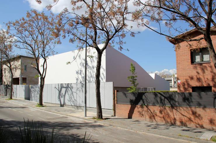 Casas de estilo minimalista por CABRÉ I DÍAZ ARQUITECTES