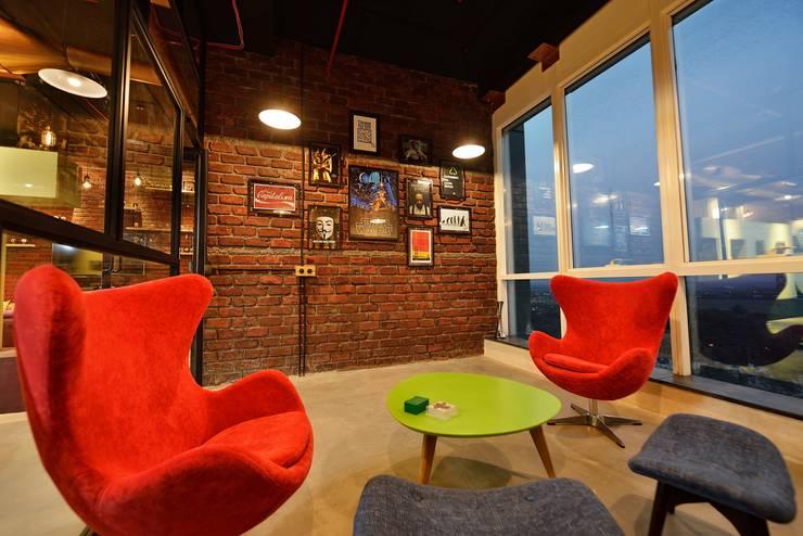Informal Style - Meeting Room: modern Study/office by Neha Changwani