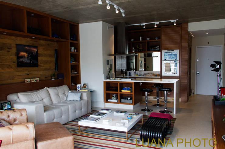 Living / Cozinha: Salas de estar modernas por Marcelo Bicudo Arquitetura