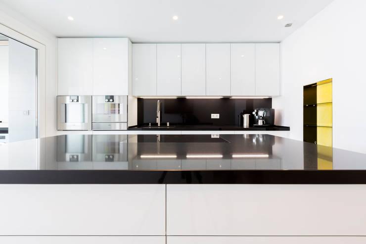Kitchen by Bornelo Interior Design, Modern