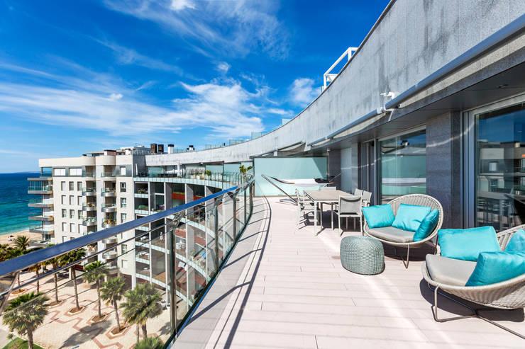 Terraza planta general: Terrazas de estilo  de Bornelo Interior Design