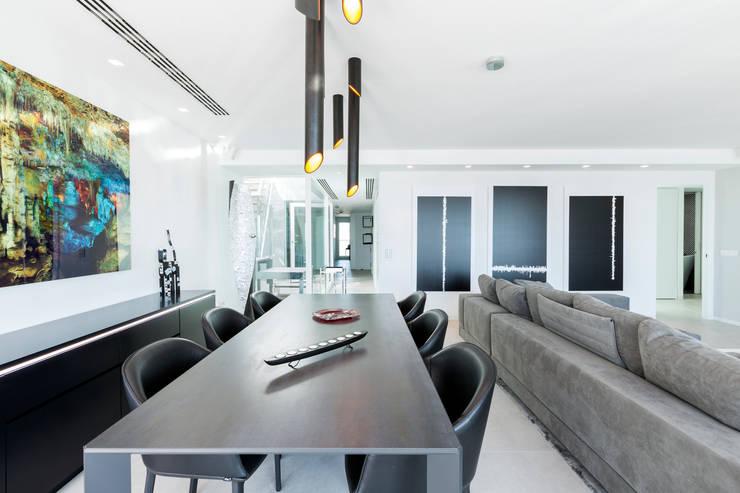 Dining room by Bornelo Interior Design, Modern