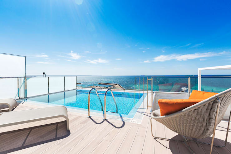 Atico en primera linea con preciosa terraza.: Terrazas de estilo  de Bornelo Interior Design