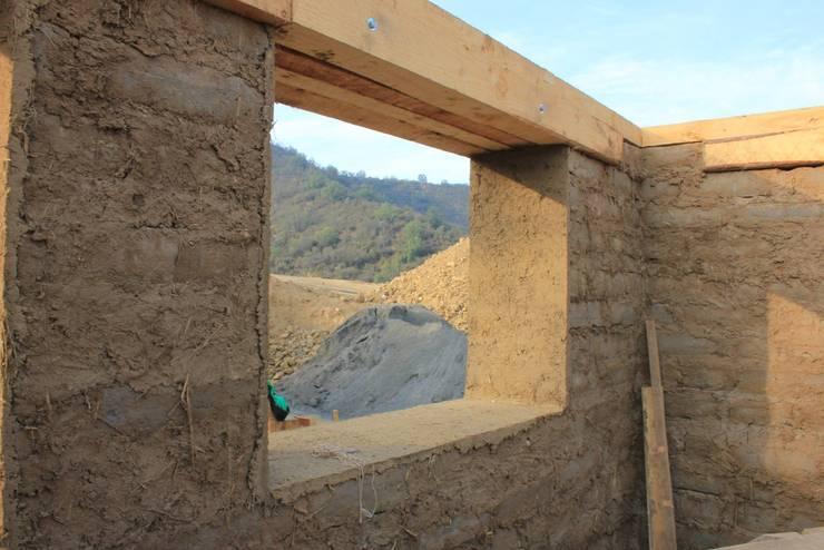 Obra en Construcción: Casas unifamiliares de estilo  por ALIWEN arquitectura & construcción sustentable - Santiago