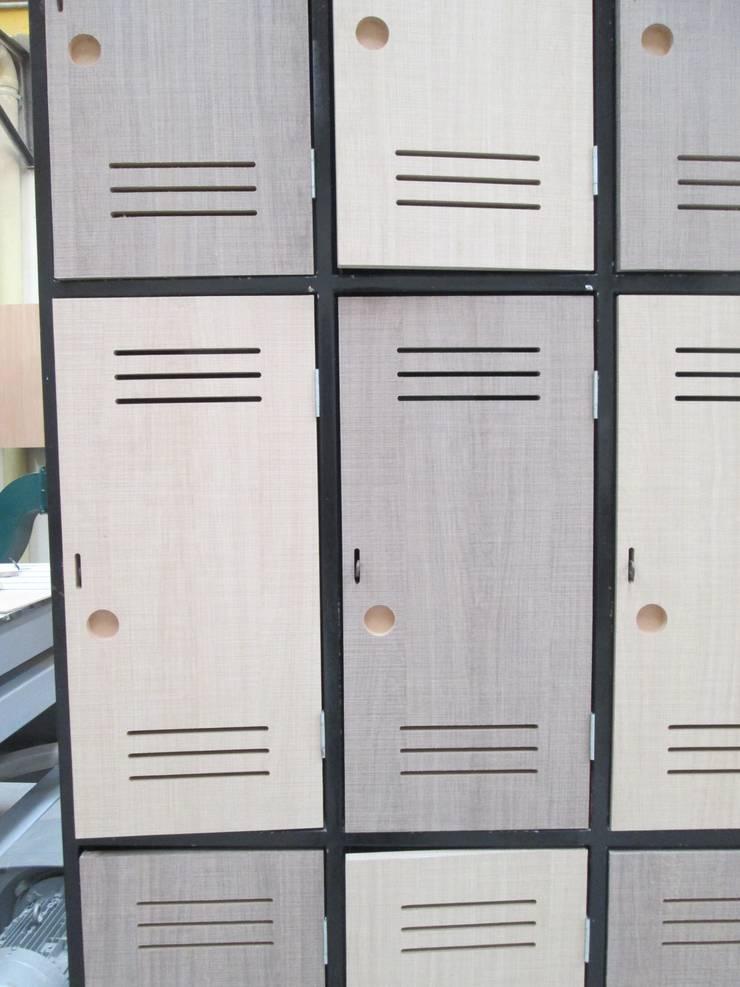 PROYECTO MOBILIARIO COMERCIAL BODYTECH: Gimnasio de estilo  por La Carpinteria - Mobiliario Comercial