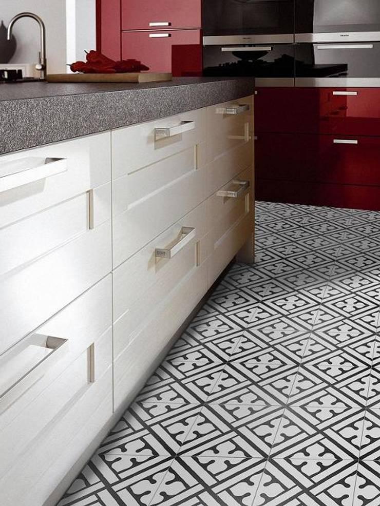 NEOCM  Décor Classic Noir B: Parede e piso  por Kerion Ceramics