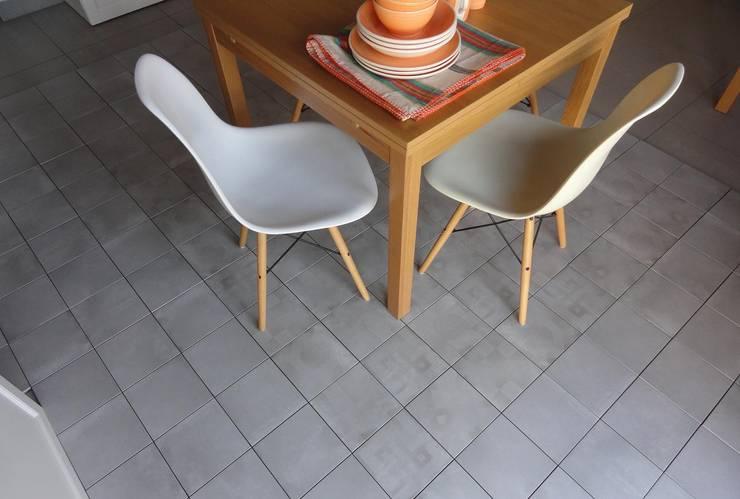 MOMENTS Silicon Décor: Parede e piso  por Kerion Ceramics