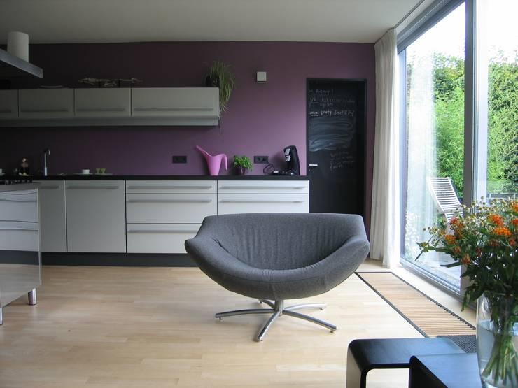 Uitbreiding particuliere woning te Utrecht:  Eetkamer door CMOarchitect bna, Modern