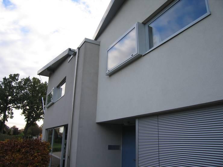 Nieuwbouw atelierwoning te Diepenheim:  Huizen door CMOarchitect bna, Modern