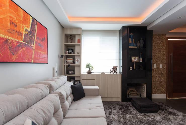 Livings de estilo moderno por Kali Arquitetura