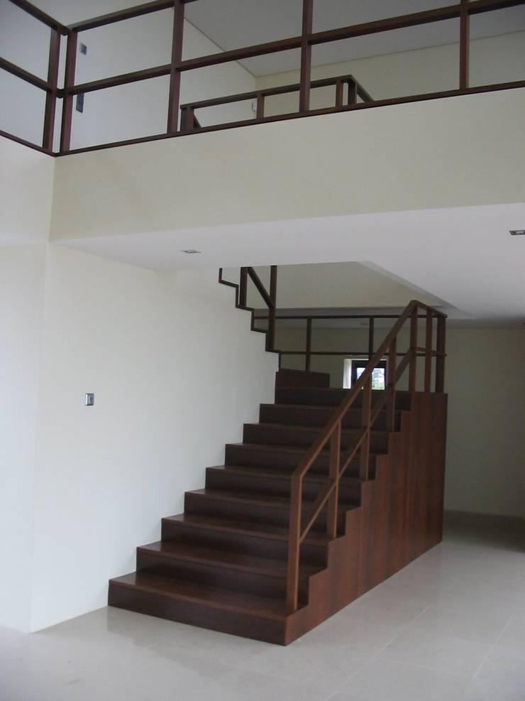 Casa da Ria: Salas de estar  por Vasco Rodrigues, arquitecto