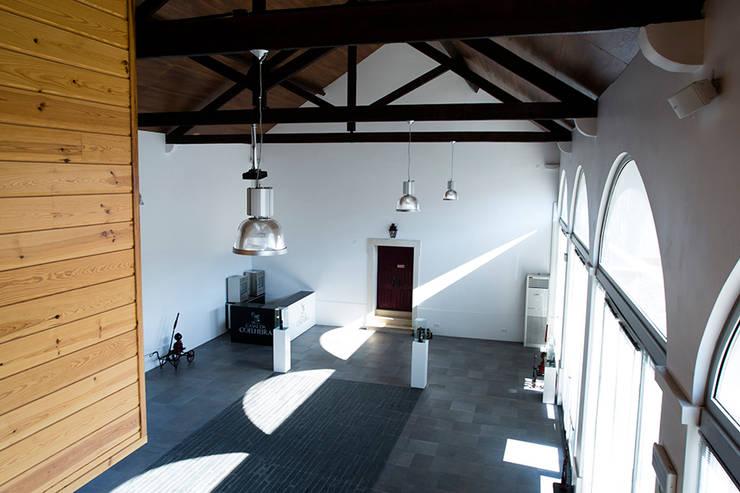 Loja da Quinta do Casal da Coelheira: Locais de eventos  por Modo Arquitectos Associados