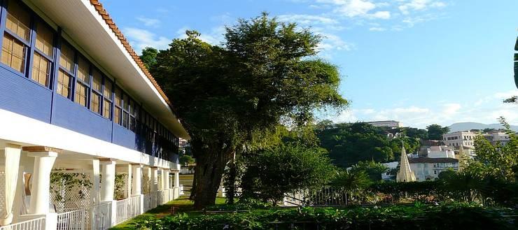 HOTEL SANTA TERESA | Fachada: Hotéis  por Tato Bittencourt Arquitetos Associados