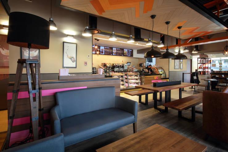 Dunkin' Donuts Tecamachalco: Salas de estilo  por Metro arquitectos