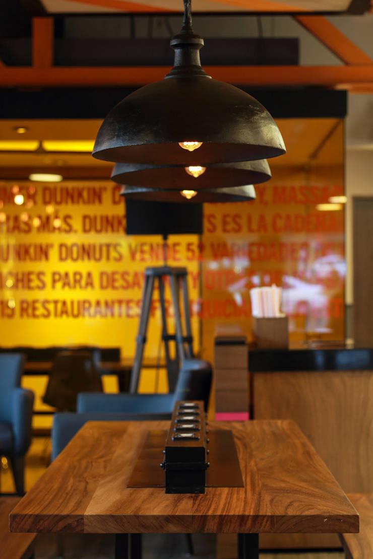 Dunkin' Donuts Tecamachalco: Salas multimedia de estilo  por Metro arquitectos