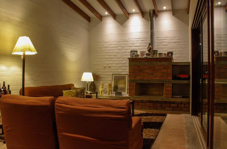 Salas / recibidores de estilo moderno por FURSE.arquitectura