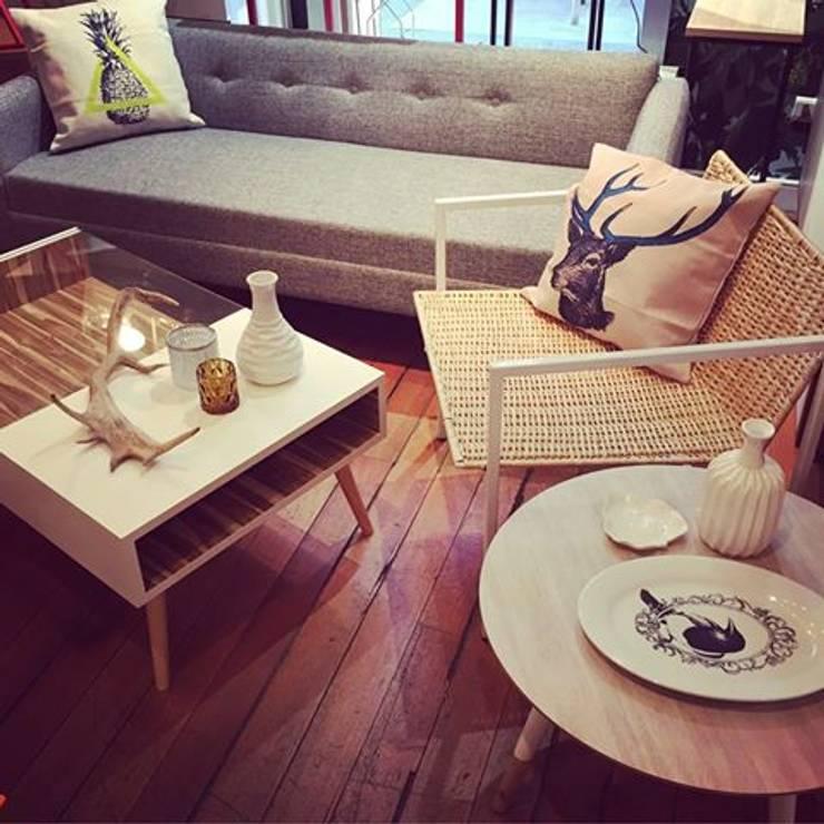 New arrivals: Livings de estilo  por Larry Diseño