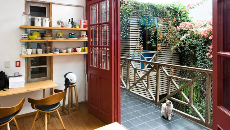 Casa Azul: Terrazas de estilo  por Marina Vella Arquitectura