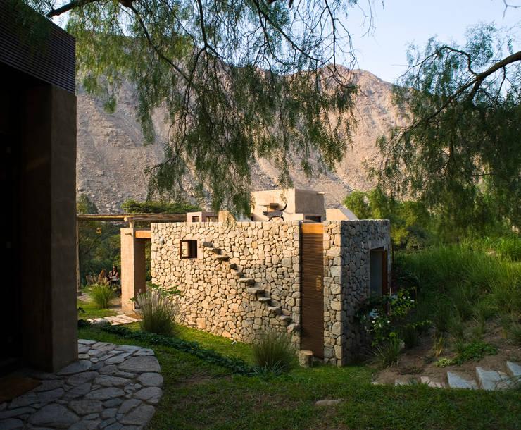 Casa Chontay: Jardines de estilo  por Marina Vella Arquitectura,