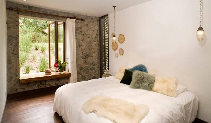 Casa Chontay: Dormitorios de estilo  por Marina Vella Arquitectura,