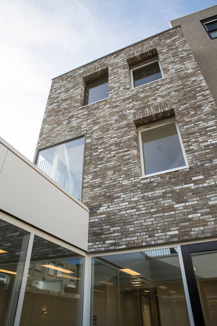 Casas estilo moderno: ideas, arquitectura e imágenes de CMOarchitect bna Moderno