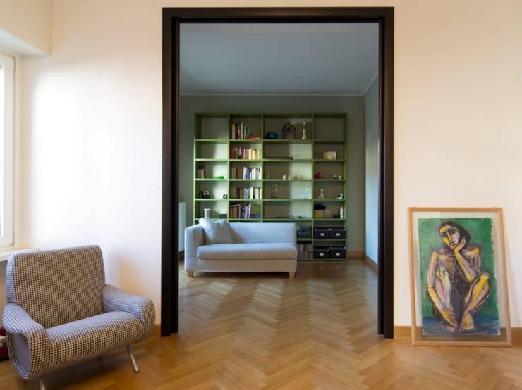 La Dolce Vita: Soggiorno in stile  di Interior Relooking